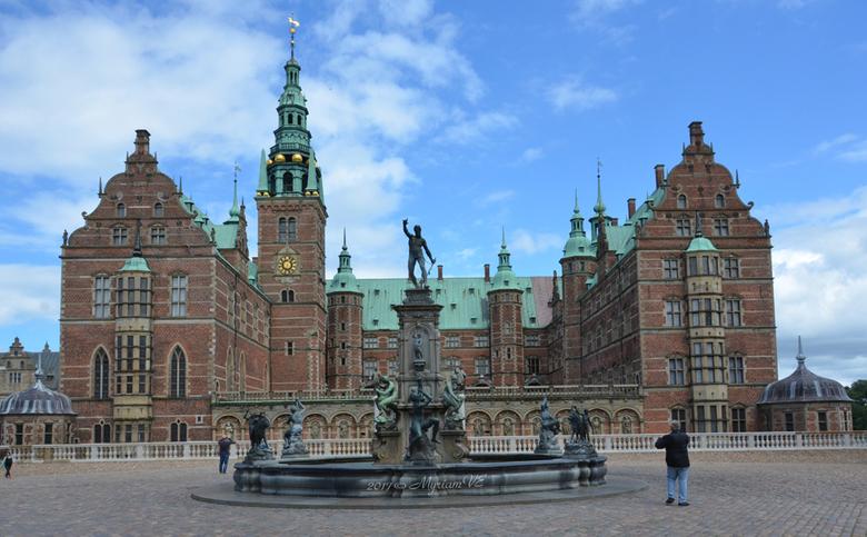 Fredericksborg slot - Slot Frederiksborg is een kasteel in de Deense stad Hillerød in het noorden van het eiland Seeland. Het slot is gebouwd in de ja