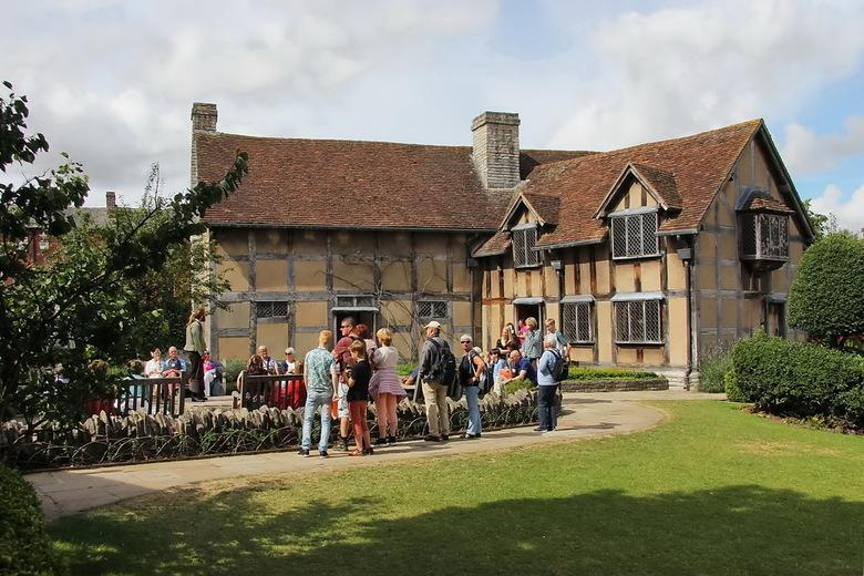 Stratford-upon-Avon 01 - Stratford-upon-Avon, nog zo'n bedevaartoord. Hier werd in 1564 de grote William Shakespeare geboren, waar hij in 1616 oo