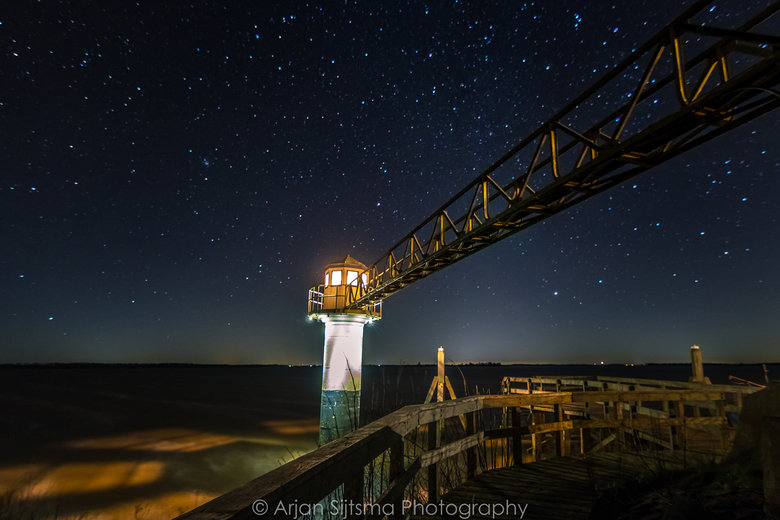 Heldere sterrenhemel boven het Lauwersmeer
