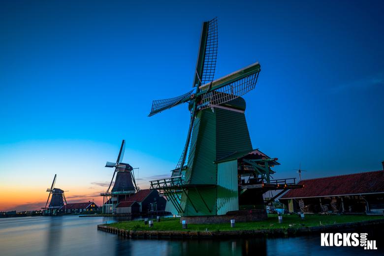 Hollandse molens  - sunset holland <br /> <br /> als de zon onder is worden de molens van Zaanse Schans sprookjesachtig