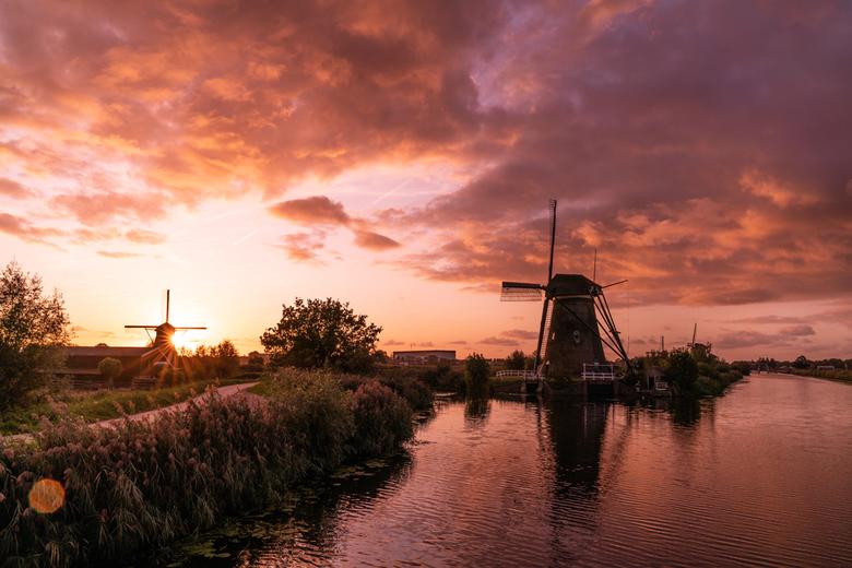 Sunset @ Kinderdijk - Al wachtend op het vallen van de duisternis voor de verlichtingsweek van Kinderdijk, spelend met de witbalans van mijn camera, d