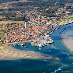 Terschelling West, Brandaris en haven
