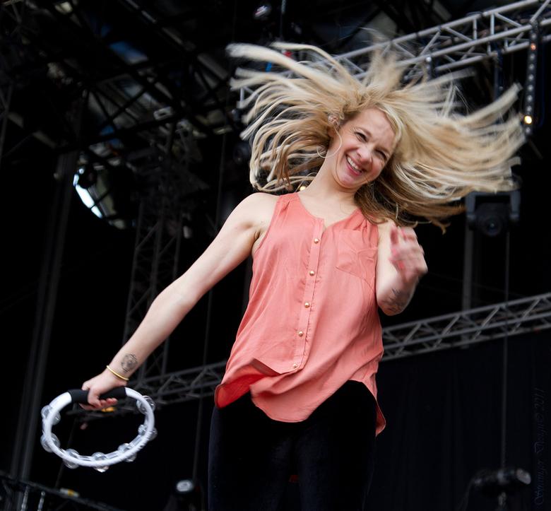 Jaqueline - De oud zangeres van Krezip  @ Bevrijdings Festival Overijssel 5 mei 2011
