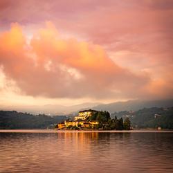 Zonsopkomst bij Lago d'Orta, Italie