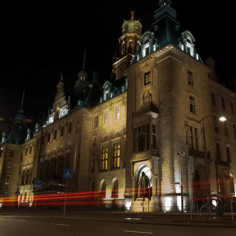 Stadhuis Rotterdam - Wat is het leuk om in het donker aan het werk te zijn.