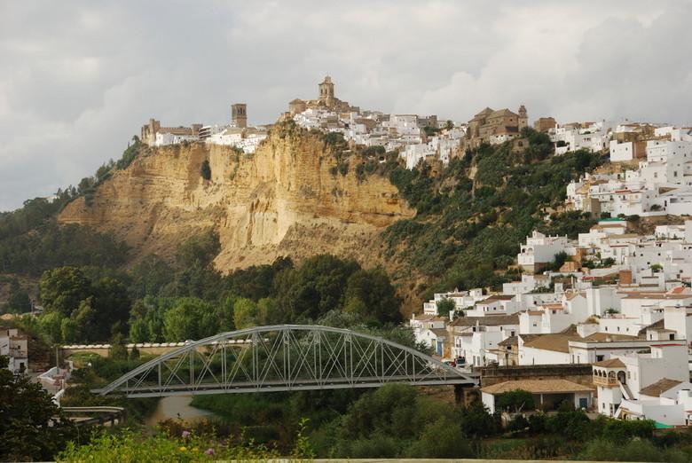 """Arcos de la Frontera - Dit is Arcos de la Frontera, een van de """"witte dorpen"""" in Andalusie. Het dorp is vooral bekend vanwege zijn spectacul"""