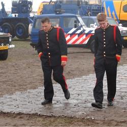 soldaten in de regen