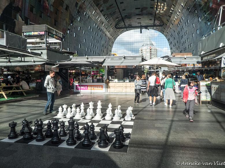 Rotterdam markthal  - Waar blijft mijn schaakpartner nu?