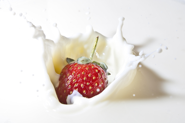 Aardbei splash - Aardbei splash in melk