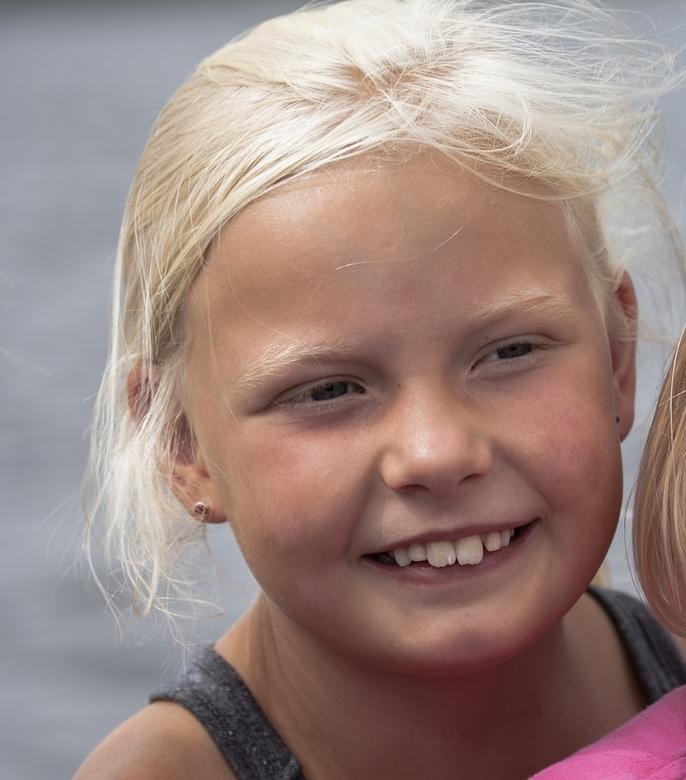 Bente - Even mijn oudste kleindochter, Bente, in beeld. Ze is acht jaar; ik heb al eerder foto's van haar geplaatst. Maar het volgende moet ik ev