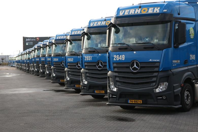 Verhoek Kerst 2016 (38) - Een keer per jaar worden bij Verhoek in Genemuiden de trucks allemaal in een mooie line-up geplaatst. Alleen met de kerstdag