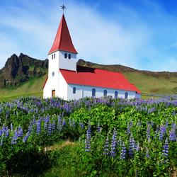 Kerkje in Vik in het zuiden van IJsland