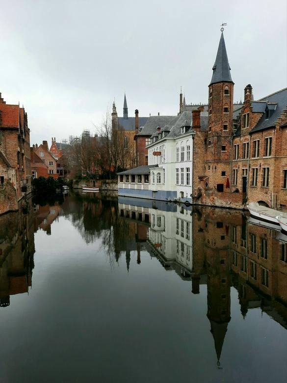 Brugge, het Venetië van België  - Brugge gespiegeld
