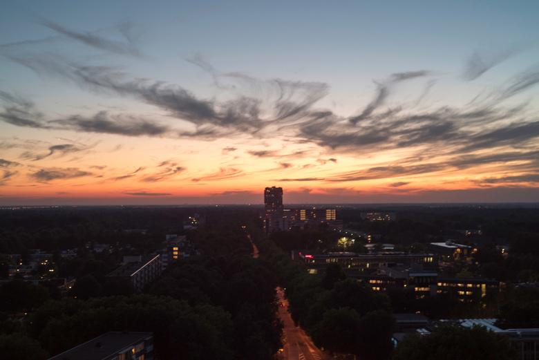 Uitzicht op zonsondergang vanuit de bank - Vanavond weer mijn eiegen verbaast over weer een ander zons ondergang uitzicht vanuit de bank.<br /> <br /