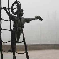 Schips that sail in the mist.... are in danger.JPG