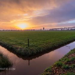 Kleurrijke zonsopkomst in Rouveen