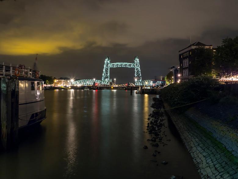 De Hef - De Hef, een monument in Rotterdam! De oude spoorbrug wordt gekoesterd en is ook pas nog grondig gerenoveerd als eerbetoon aan het rijke verle
