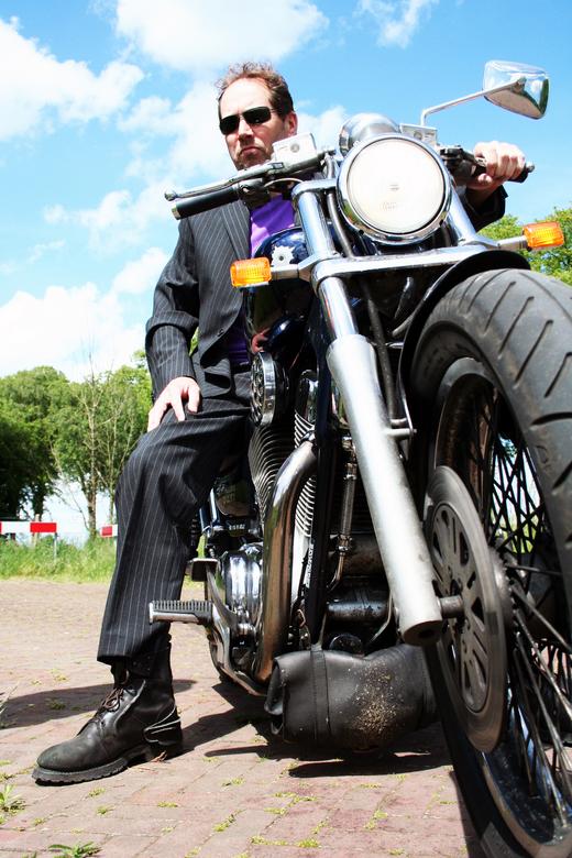 motormuis - Bruidegom op zijn trouwe vriend.