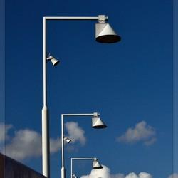 Stroobos... Lampen op een brug