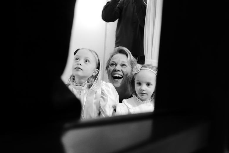 Lach - Waarde - Tante en nichtjes = blijdschap. Genomen tijdens 40 jarig huwelijk van mijn ouders.
