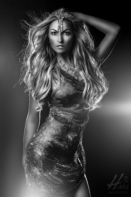 Nathalie - Here is Nathalie again! <br /> We wanted to create something mysterious, powerful and contrasty. I decided to go for an awesome black &amp