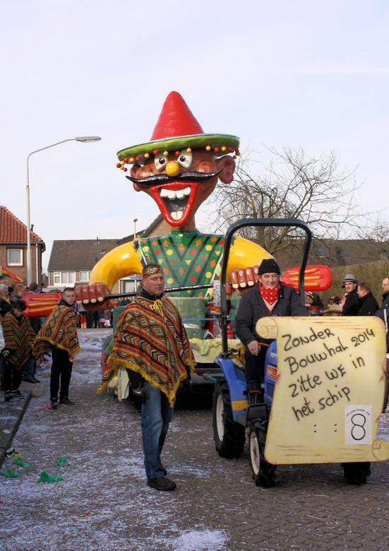 0608q.jpg - Carnaval, in een dorpke bij Den Bosch.<br /> Maar het was ontzetten koud,terwijl de zon scheen.