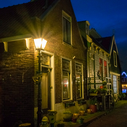 Het Doolhof, Volendam by night