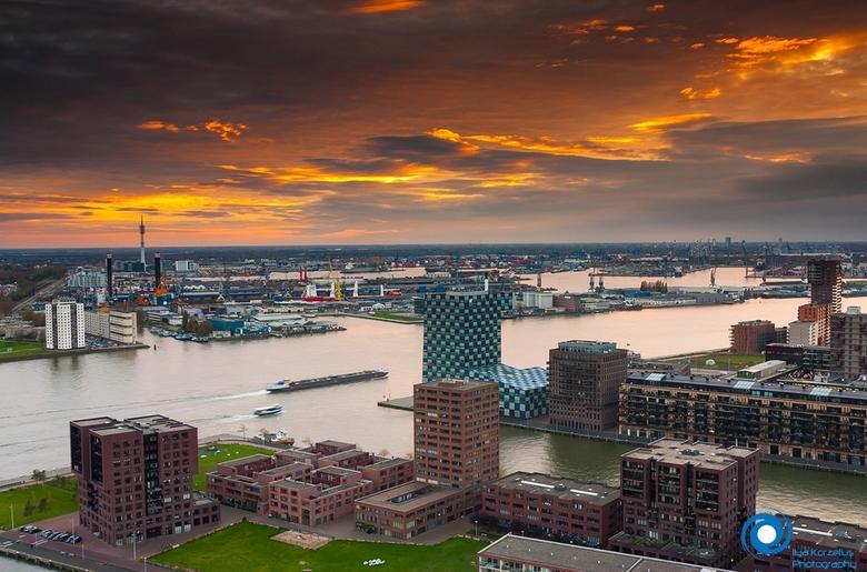 Rotterdam on fire - Zonsondergang vanaf de Euromast.<br />