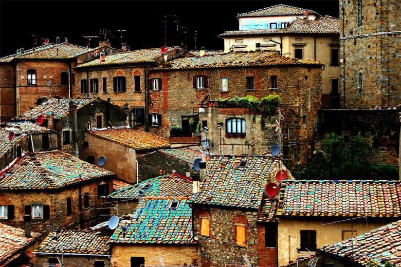 Toscaans stadje - Foto is bewerkt met ´curven`.
