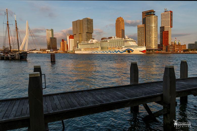 Rotterdam - Gister na mijn werk een rondje gemaakt door Rotterdam met mijn oude camera. Vorige keer kon ik mijn Tamron lens niet goed gebruiken op de
