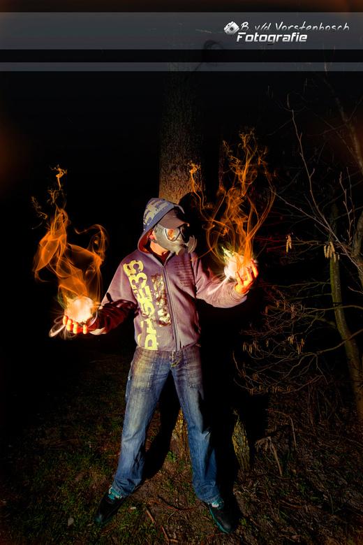 SOme hidden powers?? - resultaat na een avond met strobist set in het bos en een avondje stoeien met photoshop