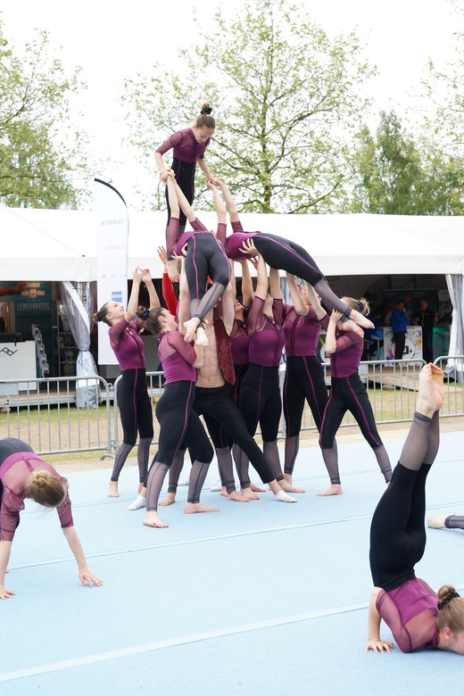 Cheerleaders en acrobatiek