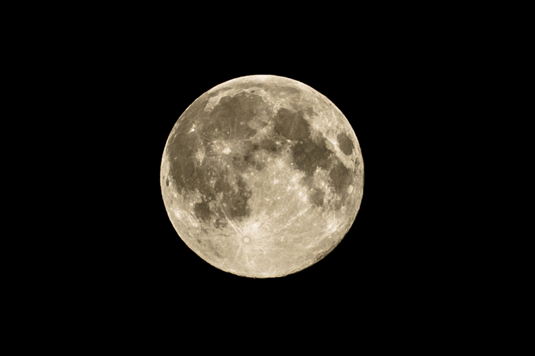 Maan - Uit de losse pols (nee, geen lensstabilisatie gebruikt)