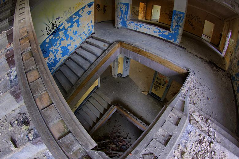 Lowen Adler Kazerne  13 - Op 21-6-2009 hebben Jos en ik ook een bezoek gebracht aan dit verlaten Kazerne.<br /> <br /> Hier nog wat info:<br /> Het