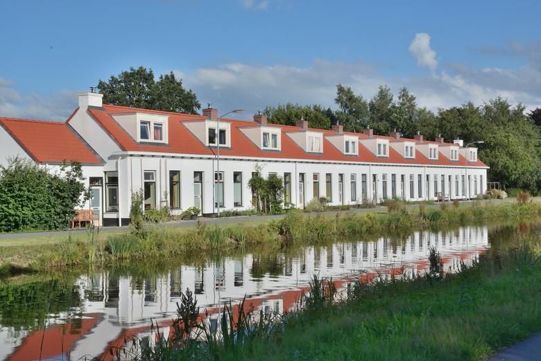 Huisjes in Woudbloem - Architect Wierenga ontwerpt na de aardappelmeelfabriek van Woudbloem in 1904, in 1906 ook een blok van 10 woningen (Scharmer Ae