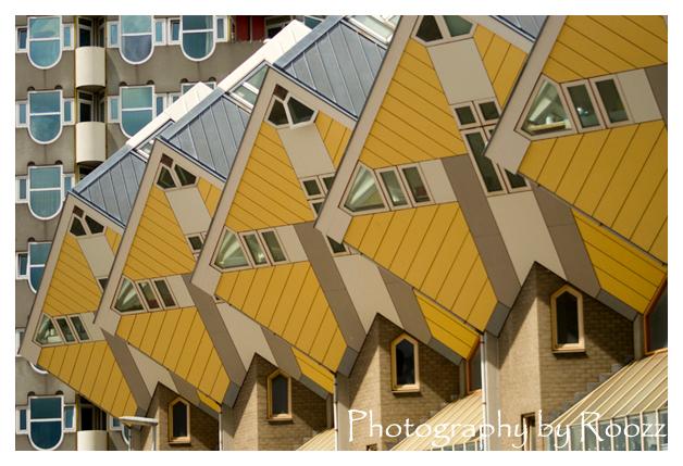 Kubuswoningen Rotterdam - Foto is genomen bij de Kubuswoningen in Rotterdam op 15 mei 2011 tijdens een dag met mijn fotografieklas als afsluiting van