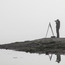 Fotograaf in de ochtendmist
