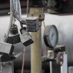 verlaten steenfabriek, elektronische besturing