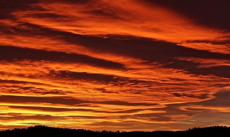 solnedgang in Noorwegen - Na een aantal grijs grauwe dagen is het dubbel genieten van een zonsondergang