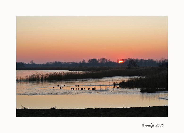 zonsondergang - Allemaal weer bedankt voor de leuke reacties op mijn vorige opname .<br /> Groetjes Froukje
