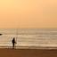 Visser aan het strand (silhouet)