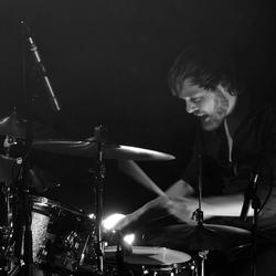 Drummer in het donker....