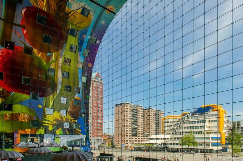 Rotterdam - Uitzicht vanaf de 1e verdieping van de markthal te Rotterdam. HDR opname.