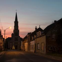 Doel (België) - Pastorijstraat bij het vallen van de avond