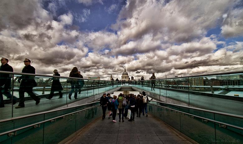 St. Paul - ...Vanaf de Millenium Bridge, ook wel Wobble Bridge genaamd (wiebelbrug)<br /> <br /> En dan zie ik zojuist, thuis dus, dat die St. Paul