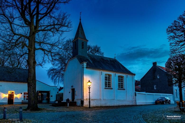 Kapel in de avond - Kapel in de avond