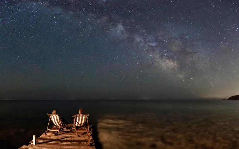 Enjoying the stars together - In mijn vakantie staat de fotografie op een redelijk laag pitje.<br /> Maar de Melkweg blijft voor mij iets magisch heb