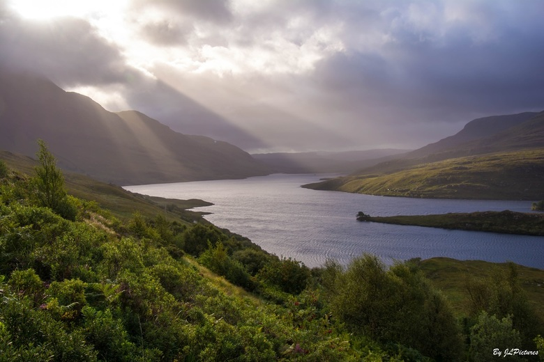 Loch Lurgainn_01 - een andere  point of view je raakt niet uitgekeken en je blijft foto's maken want het ene moment kan mooier zijn dan het ander