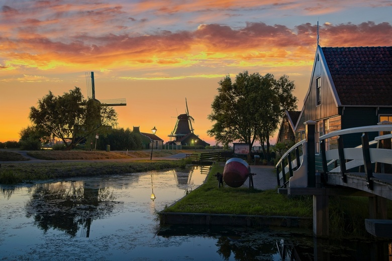 Iconic Dutch House - HDR - This summer I went to Zaanse Schans few times to try different new techniques. I used different Sony lenses and I tried to