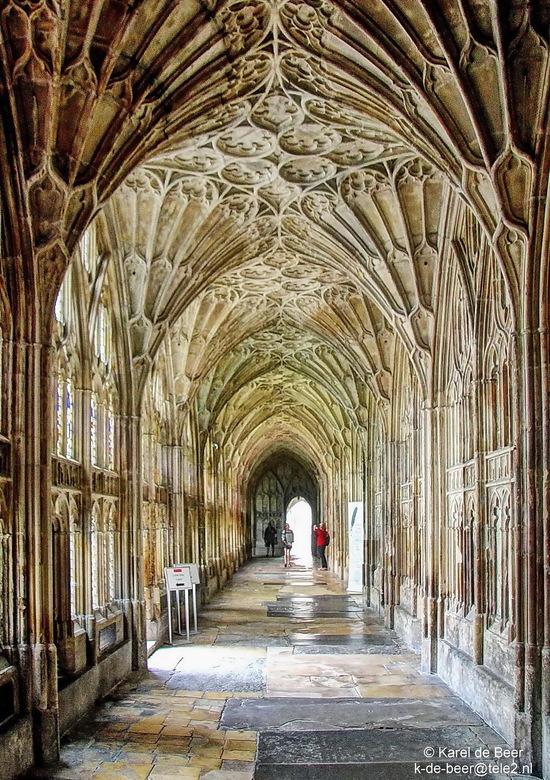 Gloucester 14 - Nog een kloostergang, loodrecht op de eerste